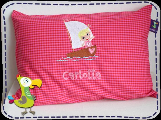 KakaduKid Girl im Boot Kissen Carlotta